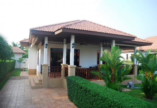 Großzügige-Villa-mit-Pool-Blick-12