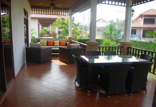 Großzügige-Villa-mit-Pool-Blick-15