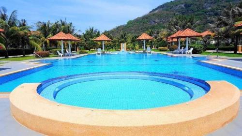 Großzügige-Villa-mit-Pool-Blick-2