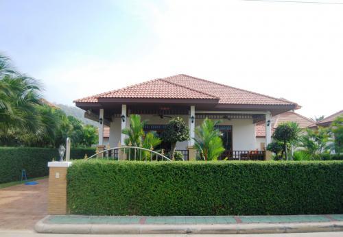Großzügige-Villa-mit-Pool-Blick-8